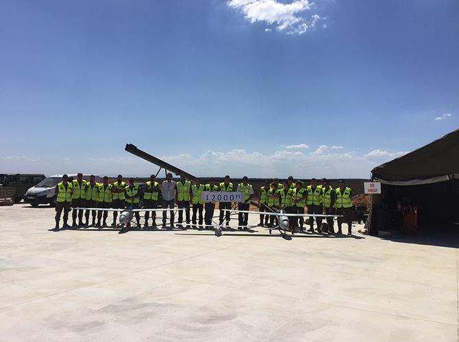 miembros-ejercito-tierra-junto-a-UAS-atlantic-tucan-proyecto-rapaz