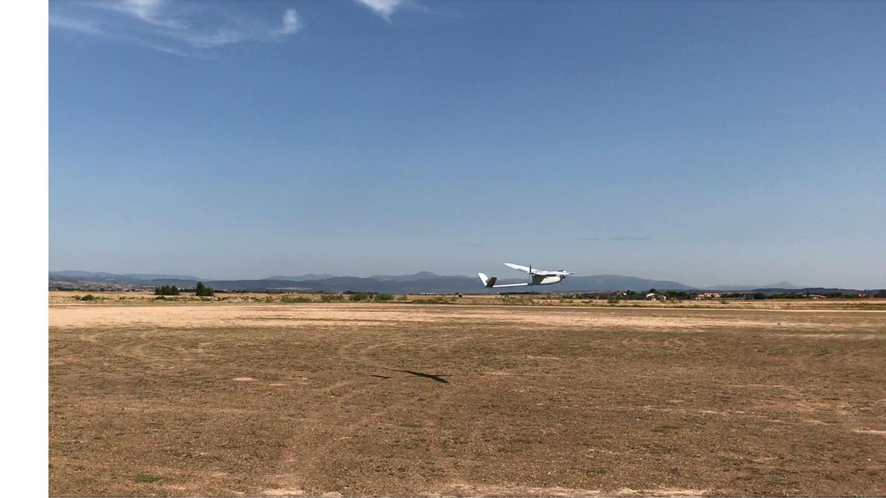 UAS Tucán volando