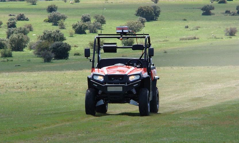 RRS-1 de frente en terreno verde